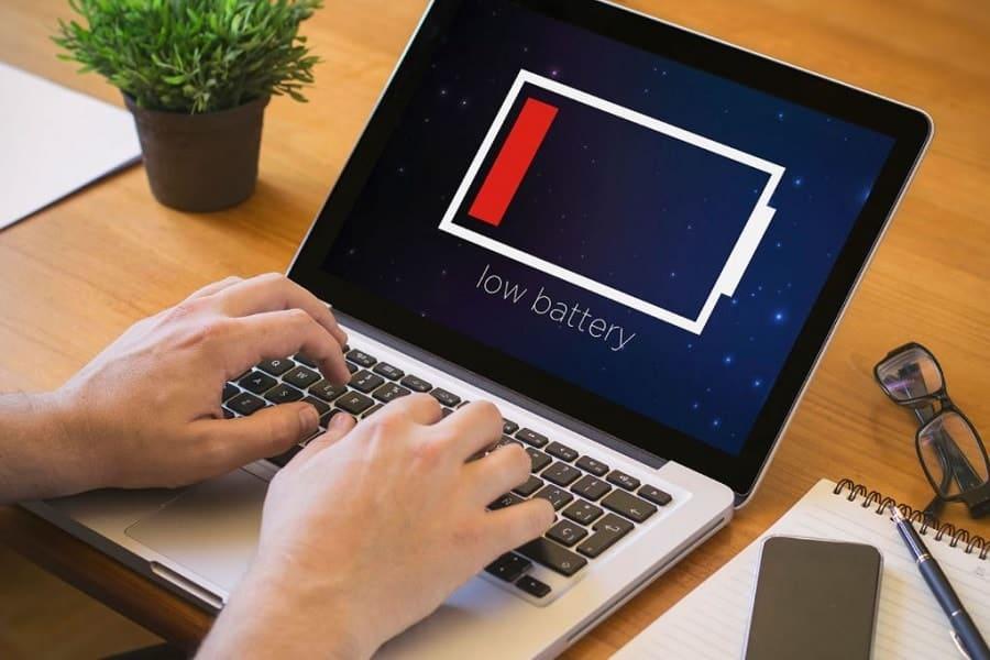 Baterai laptop lebih baik lepas atau pasang saat penggunaan sambil charging